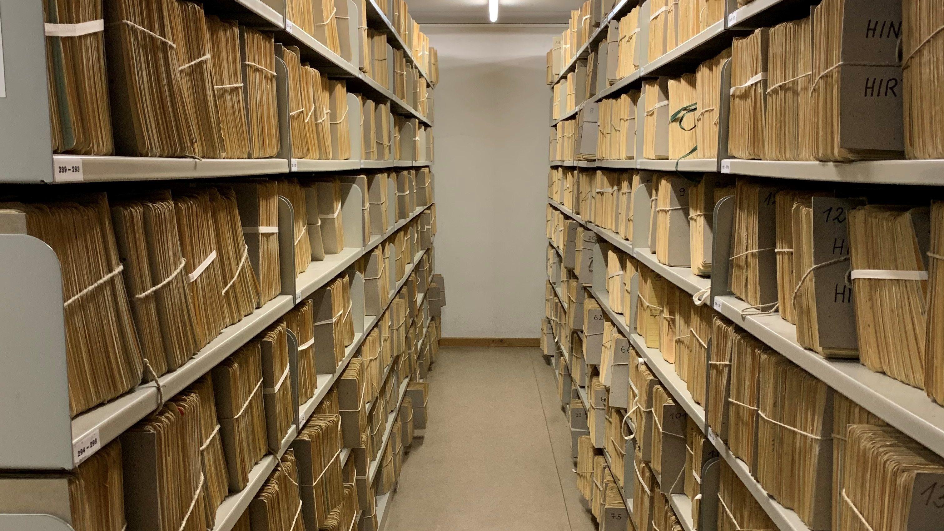 Das Bild zeigt Archivalien aus dem kommunalen Stadtarchiv München