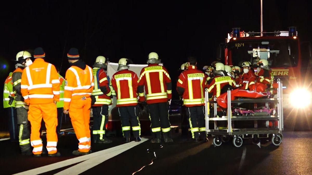 Fußgänger auf A3 von Lkw tödlich verletzt