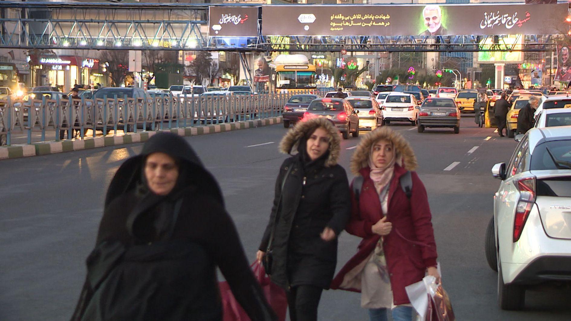 BR-Reporterin Amiri hat mit Menschen in Teheran gesprochen.