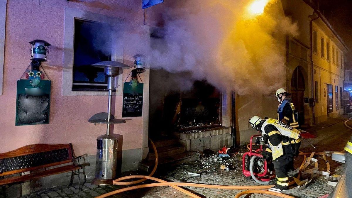 Löscharbeiten der Feuerwehr