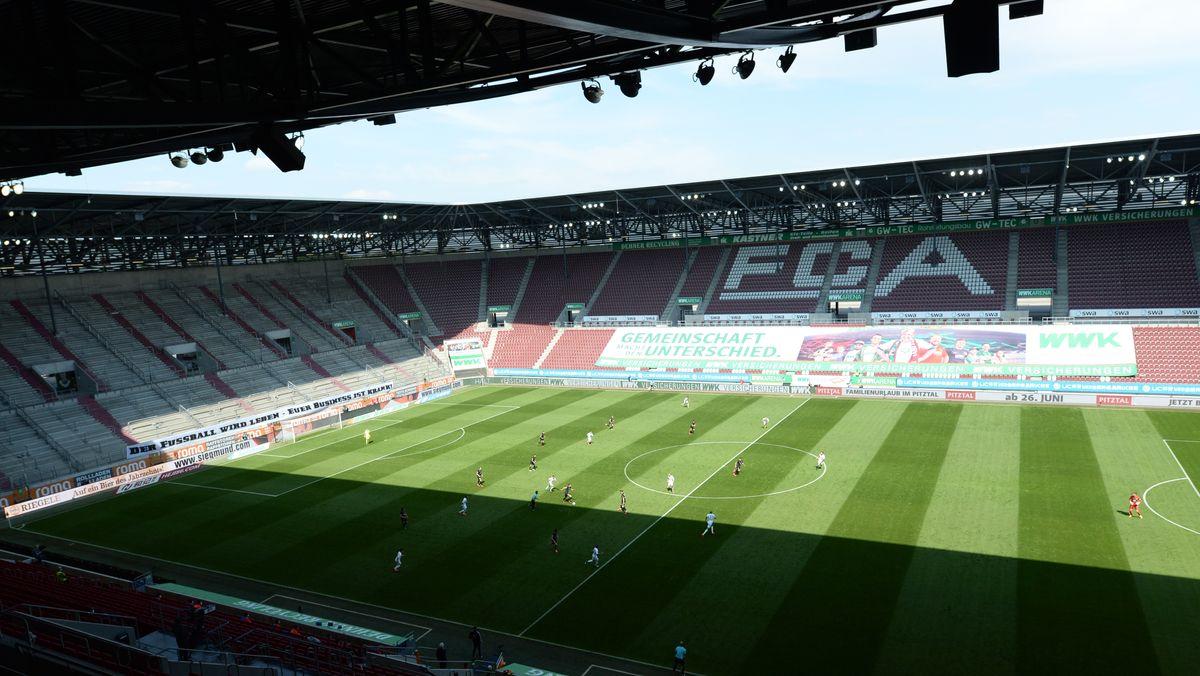 Das Augsburger Stadion mit leeren Zuschauerrängen
