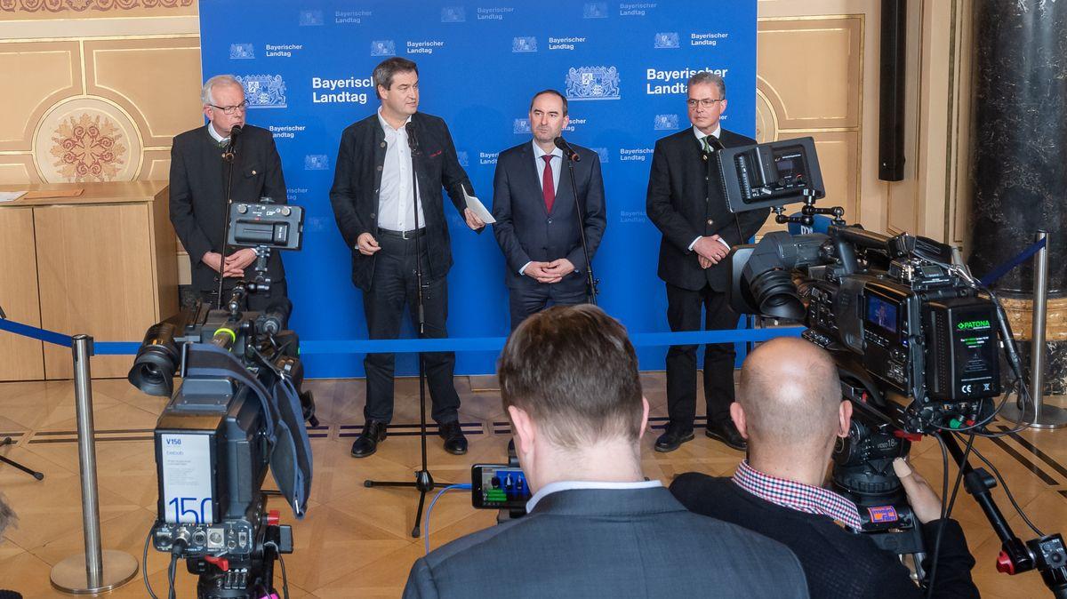 Archivbild: Kreuzer, Söder, Aiwanger und Streibl bei einer Pressekonferenz im Frühjahr 2019