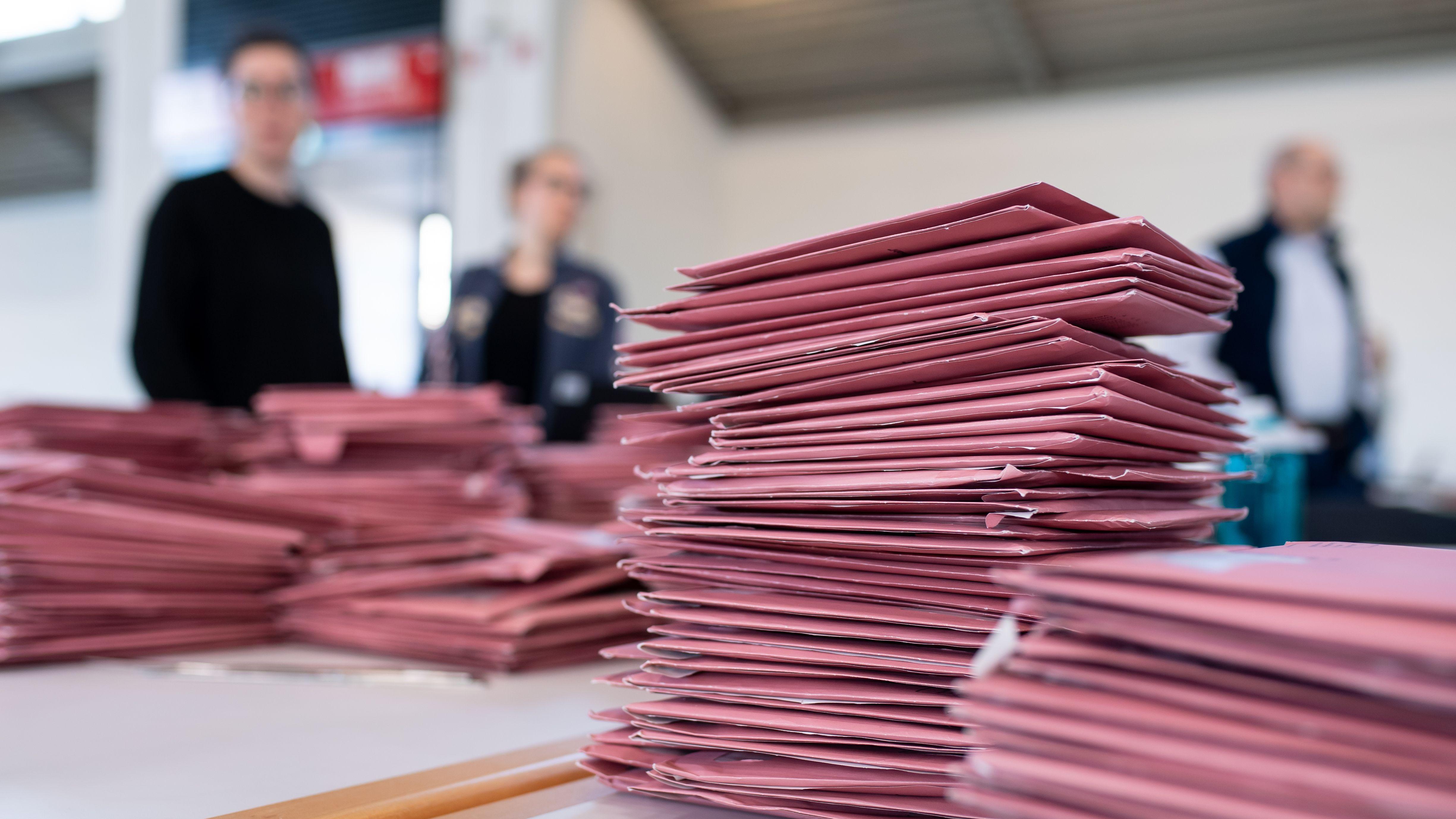 Rinderspacher fordert künftig generelle Briefwahlen.