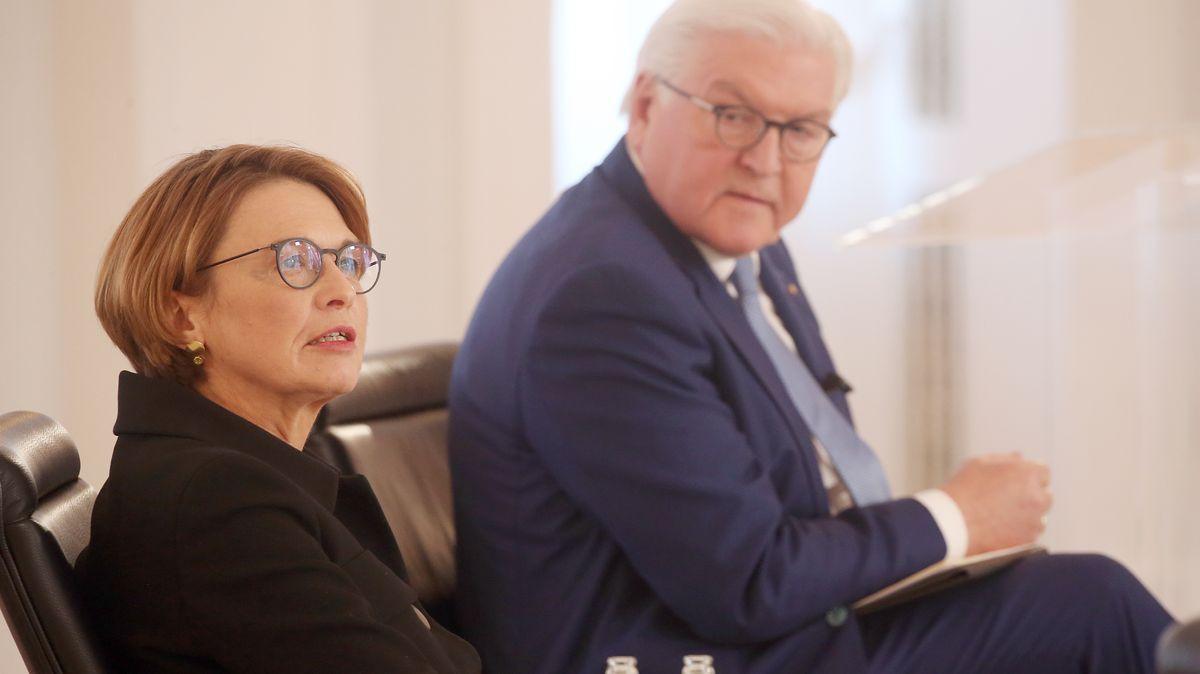 """Bundespräsident Frank-Walter Steinmeier und seine Frau Elke Büdenbender nehmen im Schloss Bellevue zum Internationalen Frauentag an einer Veranstaltung """"Digitalisierung ist weiblich!"""" teil. F"""