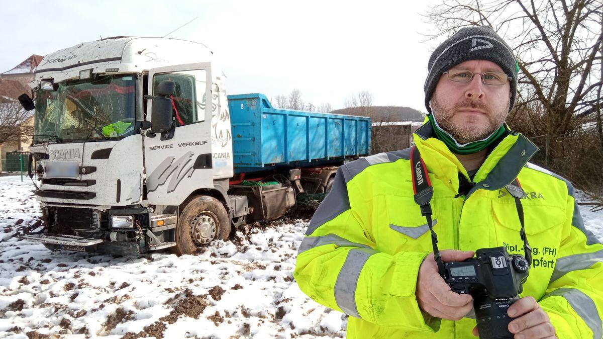 Der Unfallsachverständige Philipp Göpfert untersucht die Ursache eines Lkw-Unfalls