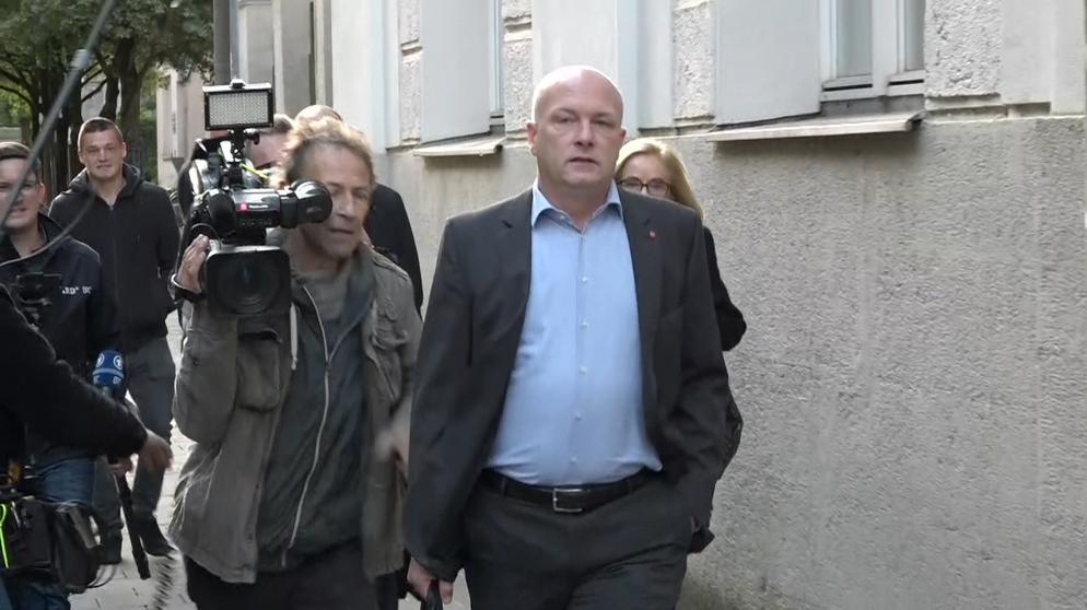 Joachim Wolbergs auf dem Weg zum Gericht   Bild:BR