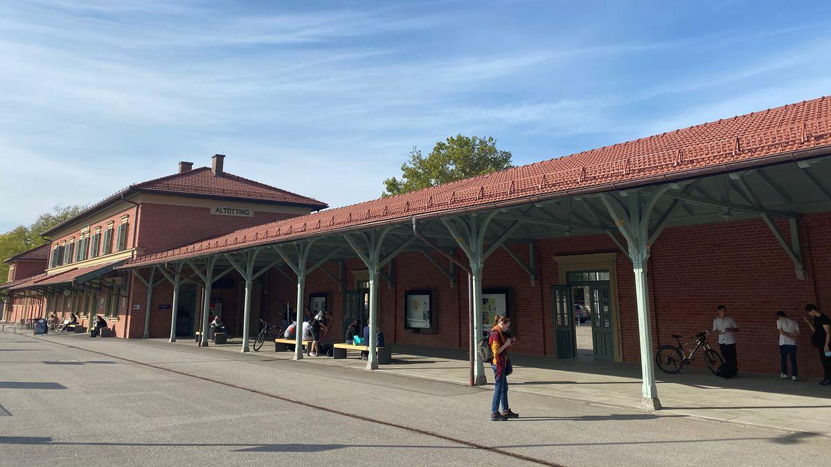 Bahnhof Altötting.
