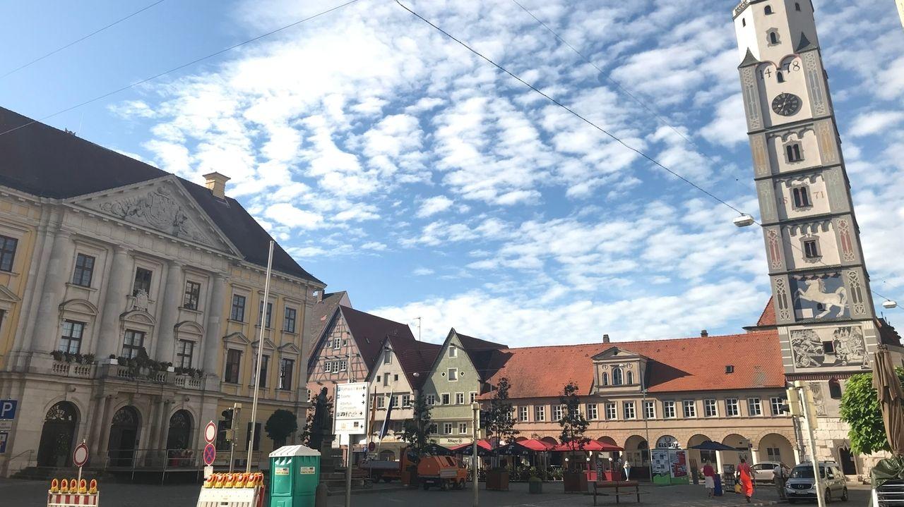 Das Rathaus von Lauingen und der Hofturm