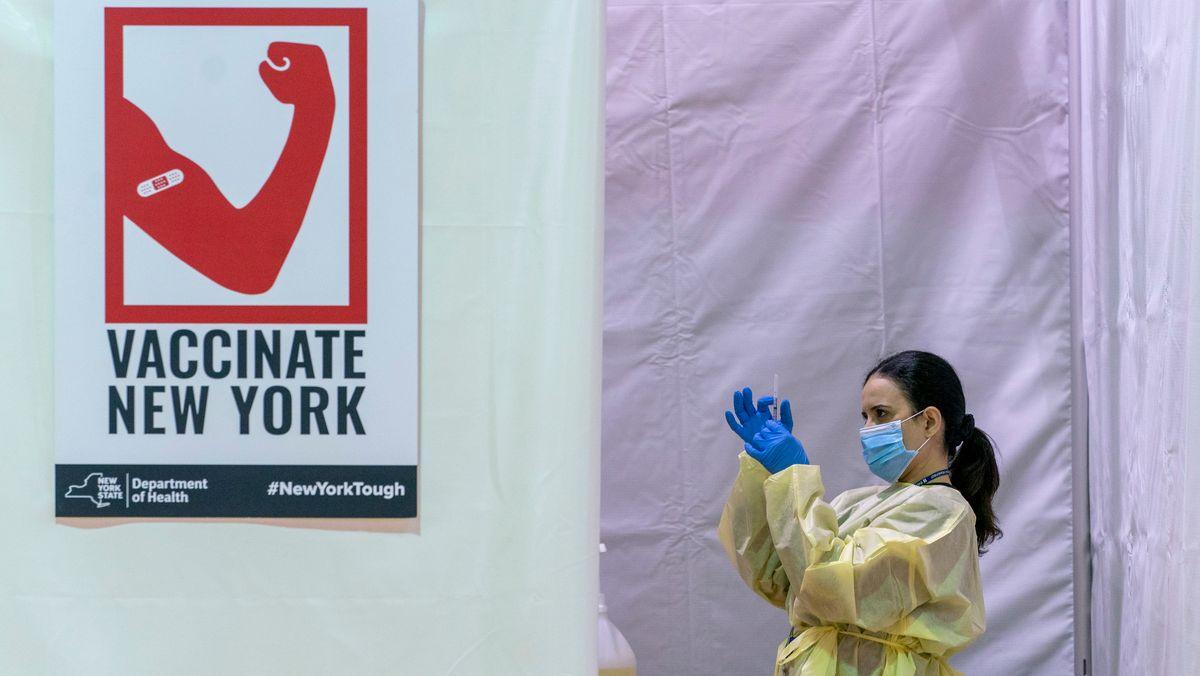 """Plakat """"Vaccinate New York"""" mit Krankenschwester"""