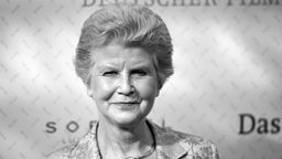 Irm Hermann bei der Verleihung des Deutschen Filmpreises - Porträt, Schwarz-weiß-Foto. | Bild:pa/dpa