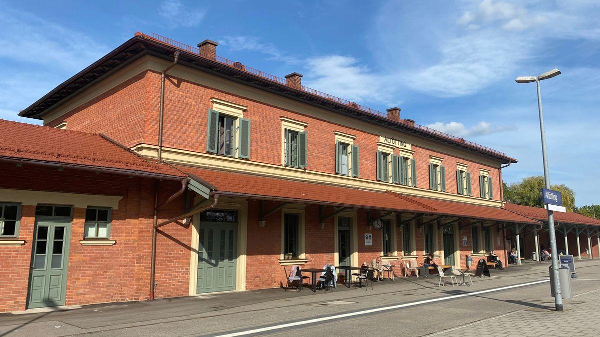 Bahnhof in  Altötting.