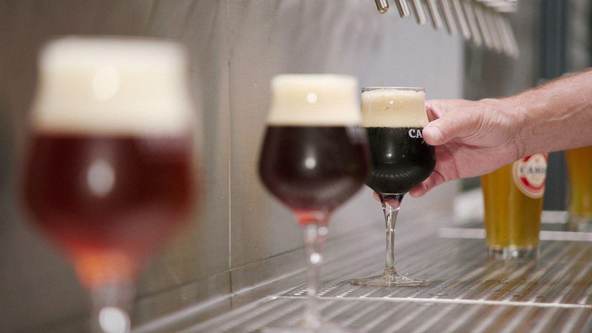 Biergläser mit diversen Biersorten