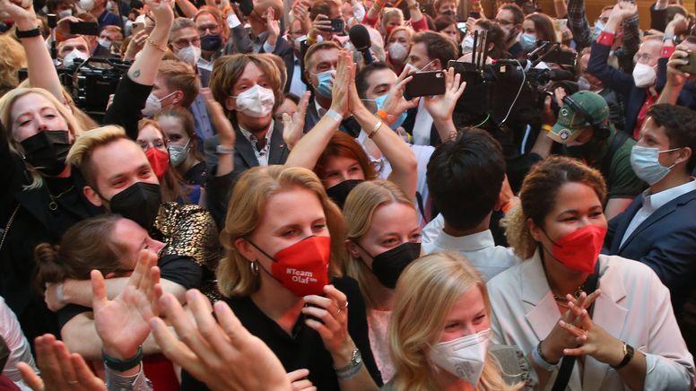 Jubel in der SPD-Parteizentrale | Bild:picture alliance/dpa | Wolfgang Kumm