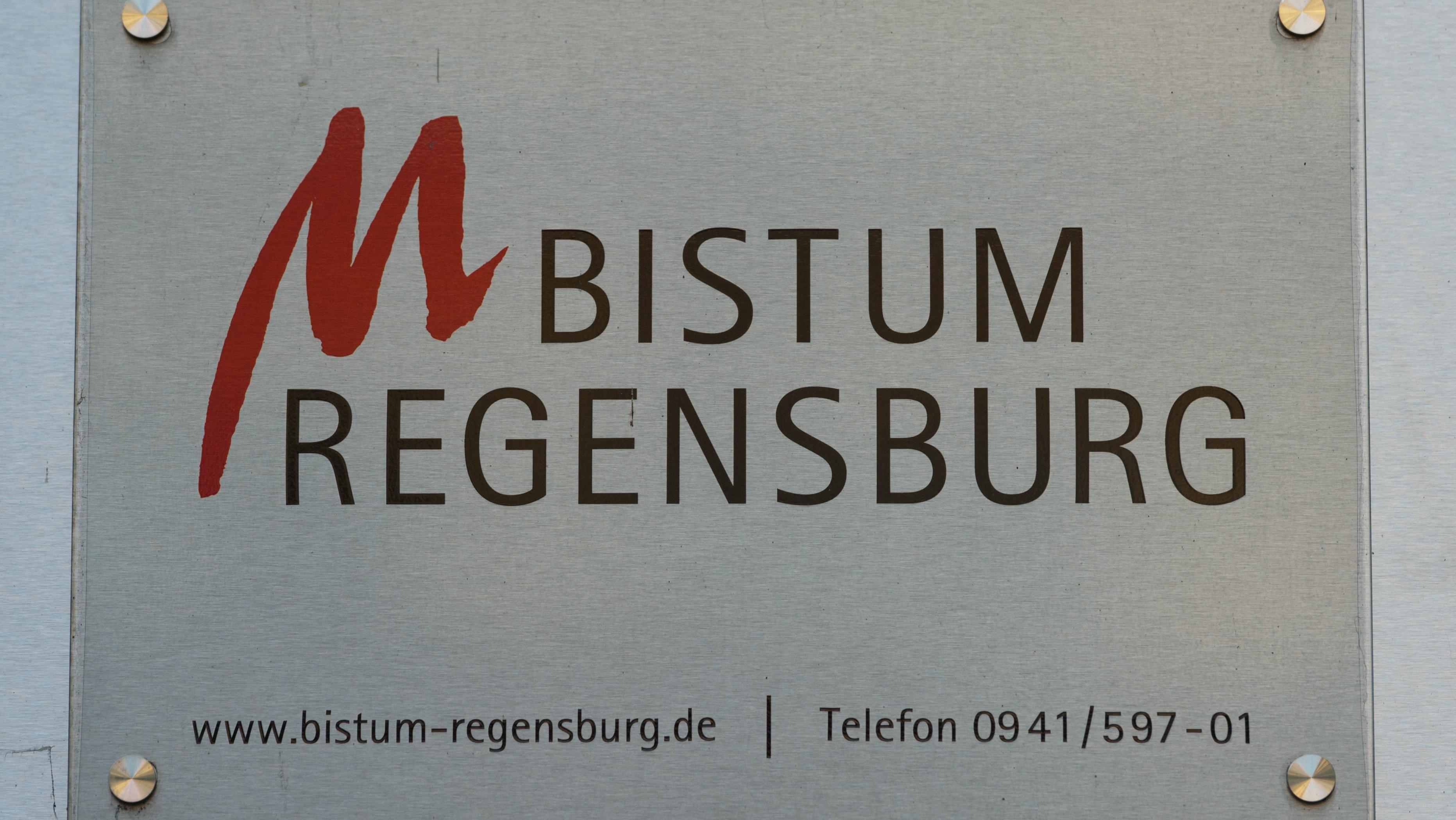 Symbolbild: Schild des Bistums Regensburg