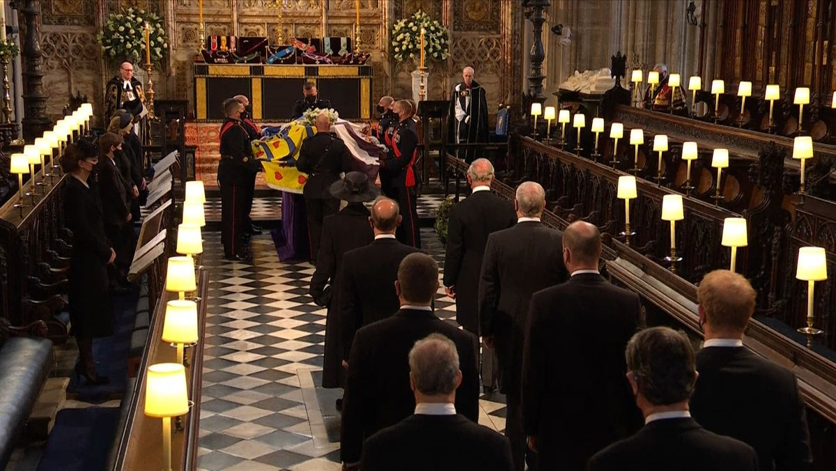 Im engsten Kreis der Familie und mit militärischen Ehren wurde Prinz Philip beigesetzt. Er wurde 99 Jahre alt.