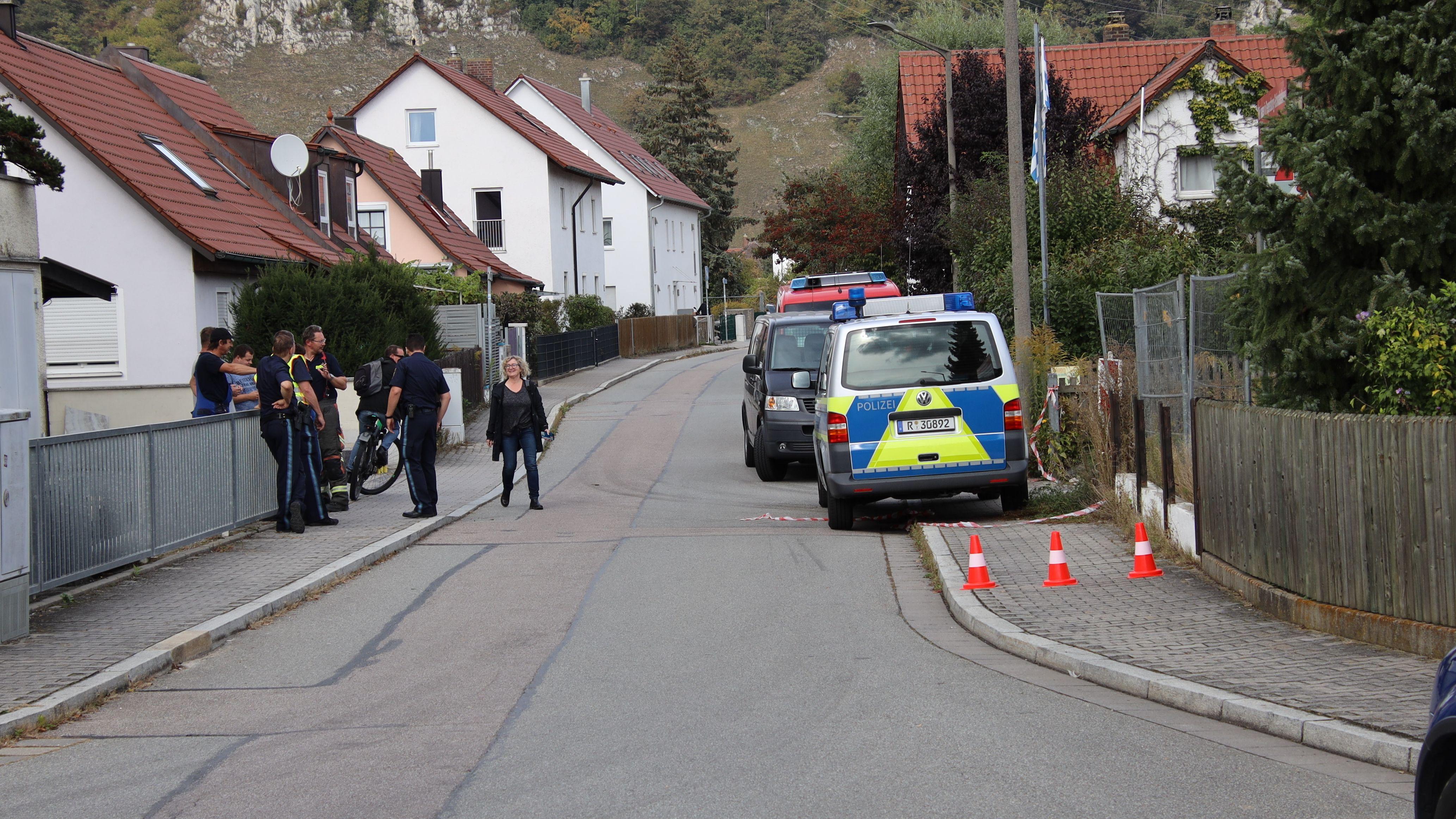 In Regensburg ist eine Fliegerbombe aus dem Zweiten Weltkrieg gefunden worden. Mehr als 2.000 Menschen müssen ihre Häuser verlassen.