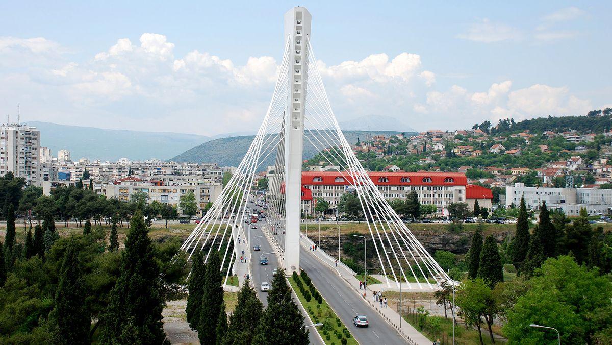 Montenegro - Hauptstadt: Podgorica - Einwohner: 625.266 (2011) - Amtssprachen: Montenegrinisch Währung: Euro (EUR) unilateral bestimmt