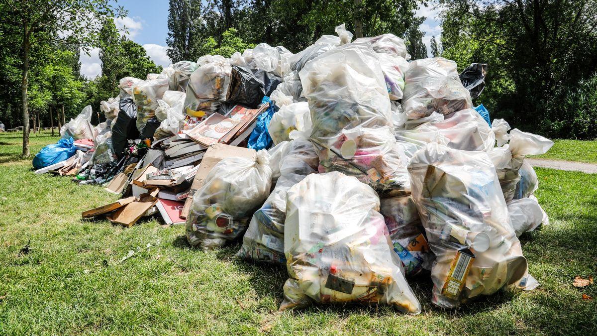 Müllberge auf den Mainwiesen in Würzburg