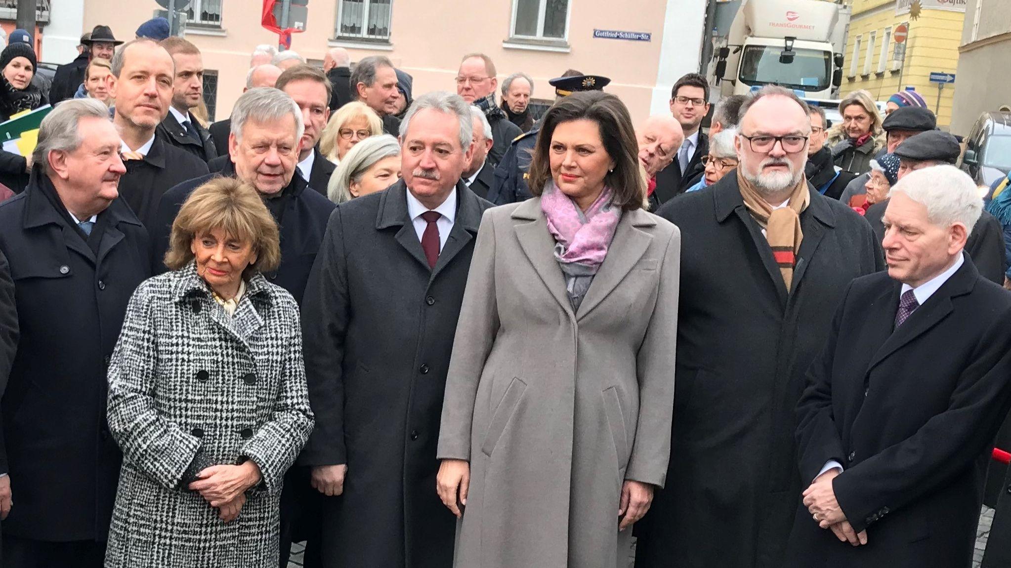 Vertreter aus Bayern, Tschechien und Österreich nehmen in Passau an der Gedenk-Veranstaltung Teil