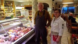 Josef und Apollonia Brunner in ihrem Hofladen mit Café in Schwandorf-Richt | Bild:BR/Marcel Kehrer
