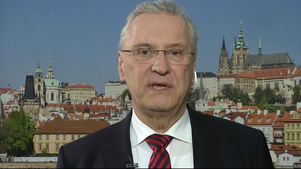 Innenminister Joachim Herrmann in der Rundschau zur Sicherheit im Netz. | Bild:BR