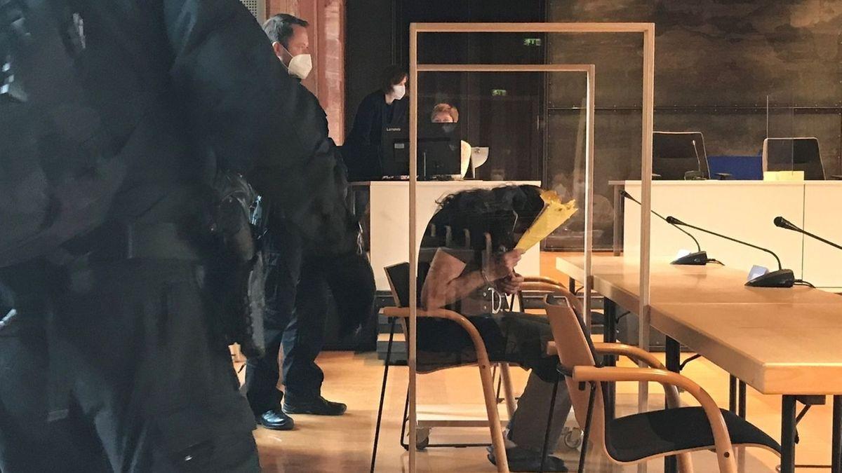 Der Angeklagte beim Prozess vor dem Landgericht Aschaffenburg.