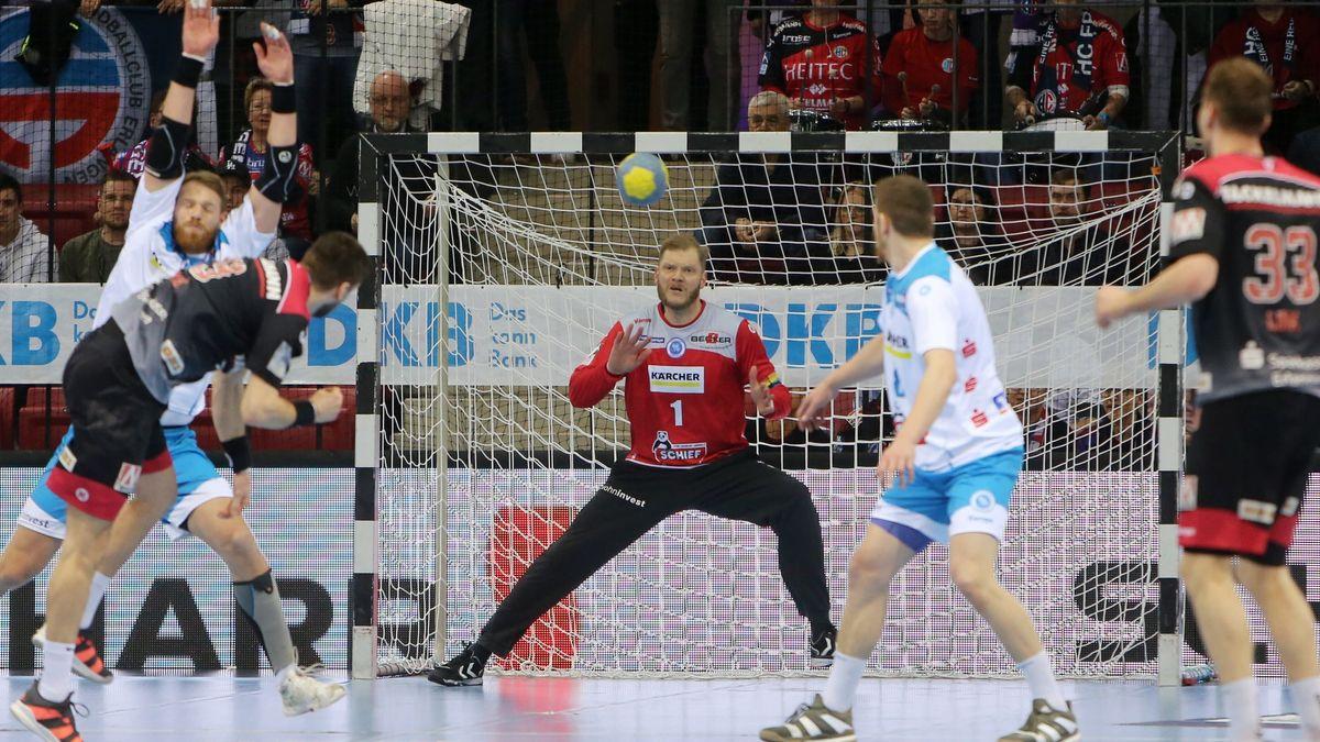 Torwurf im Handballspiel zwischen TVB Stuttgart und HC Erlangen (Archivbild)