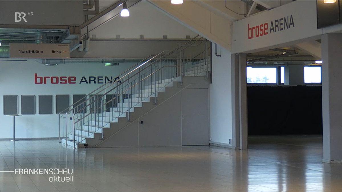 Blick auf das menschenleere Foyer der Brose-Arena in Bamberg.