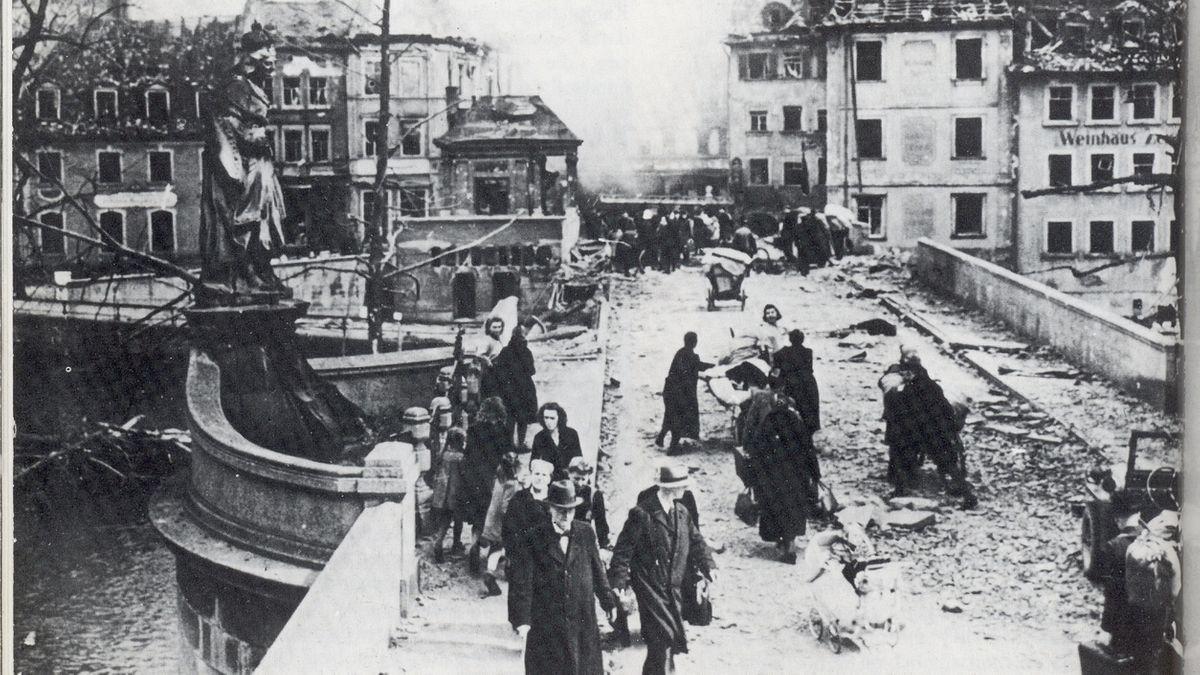 Bamberg: Die Obere Brücke im April 1945