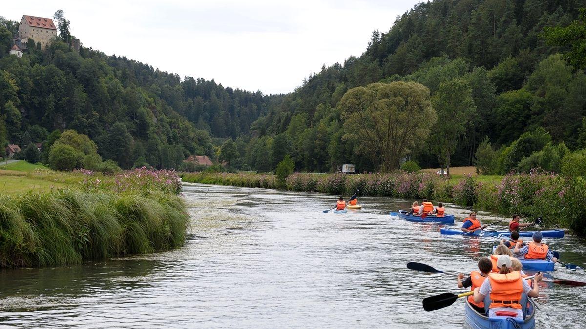 Kanus auf der Wiesent bei Waischenfeld im Landkreis Bayreuth.