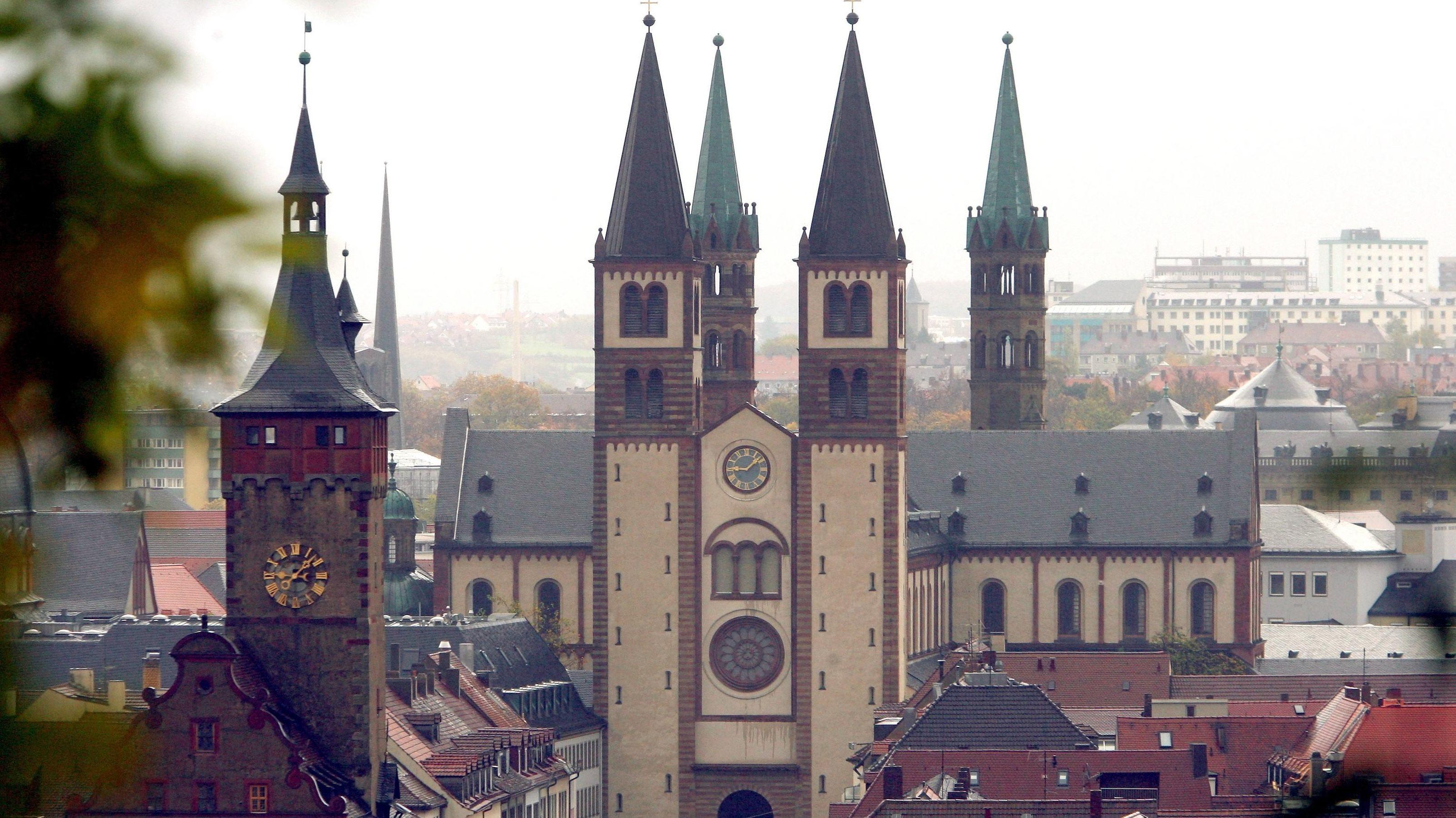 Der Kiliansdom in Würzburg. Das Bistum Würzburg hat einen Baustopp verhängt.