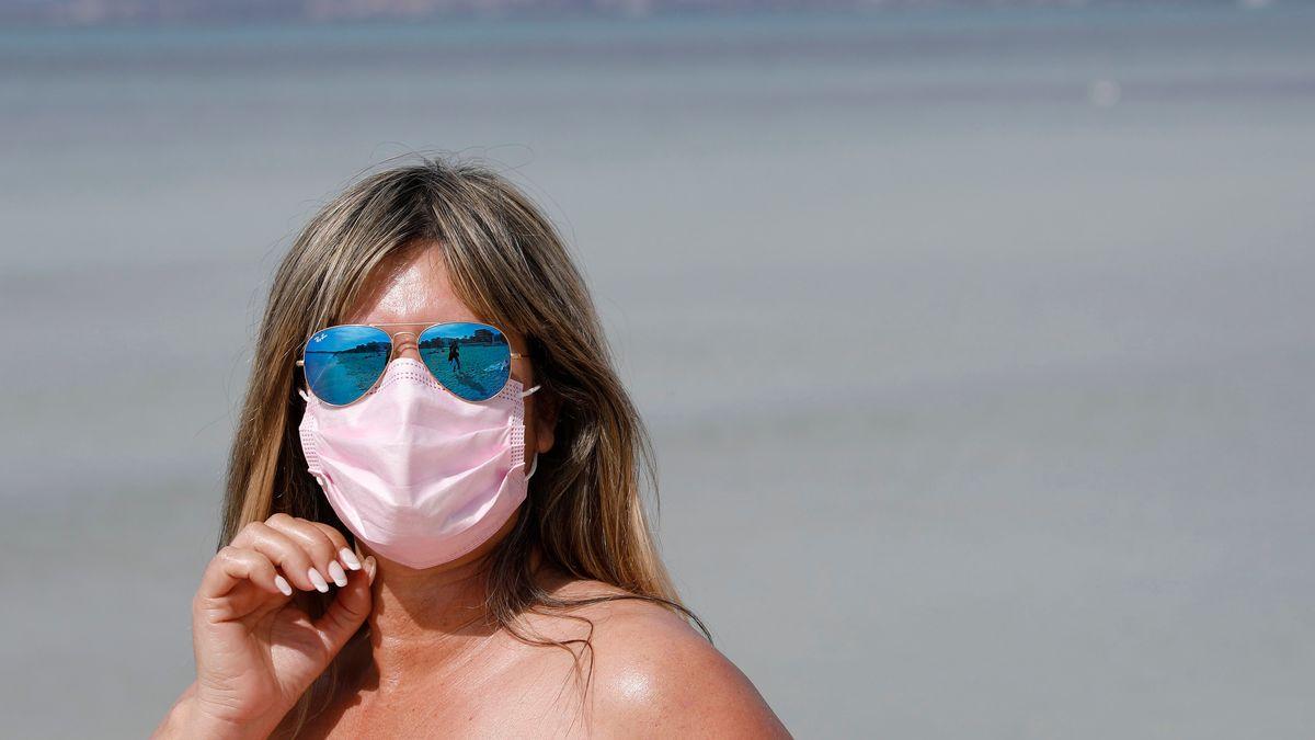Mundschutz gegen Corona, Sonnenschutz für die Augen: Sonnenbrillen können altersbedingtem Erblinden vorbeugen.