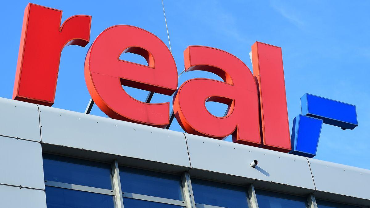 Schriftzug eines Real-Supermarktes