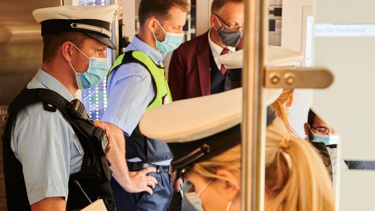 Kontrolle zur Einhaltung der Maskenpflicht.