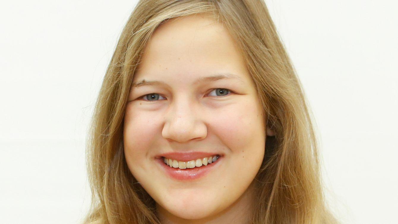 Verena Röthlein, 16 Jahre alt, besucht das Willstätter-Gymnasium Nürnberg.  Hobbys: Geige- und Klavierspielen, Lesen, Singen.