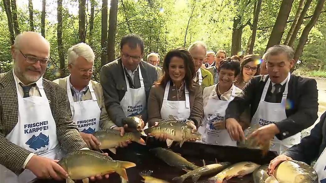 Landwirtschaftsministerin Michaela Kaniber mit Vertretern der Teichgenossenschaft Aischgrund
