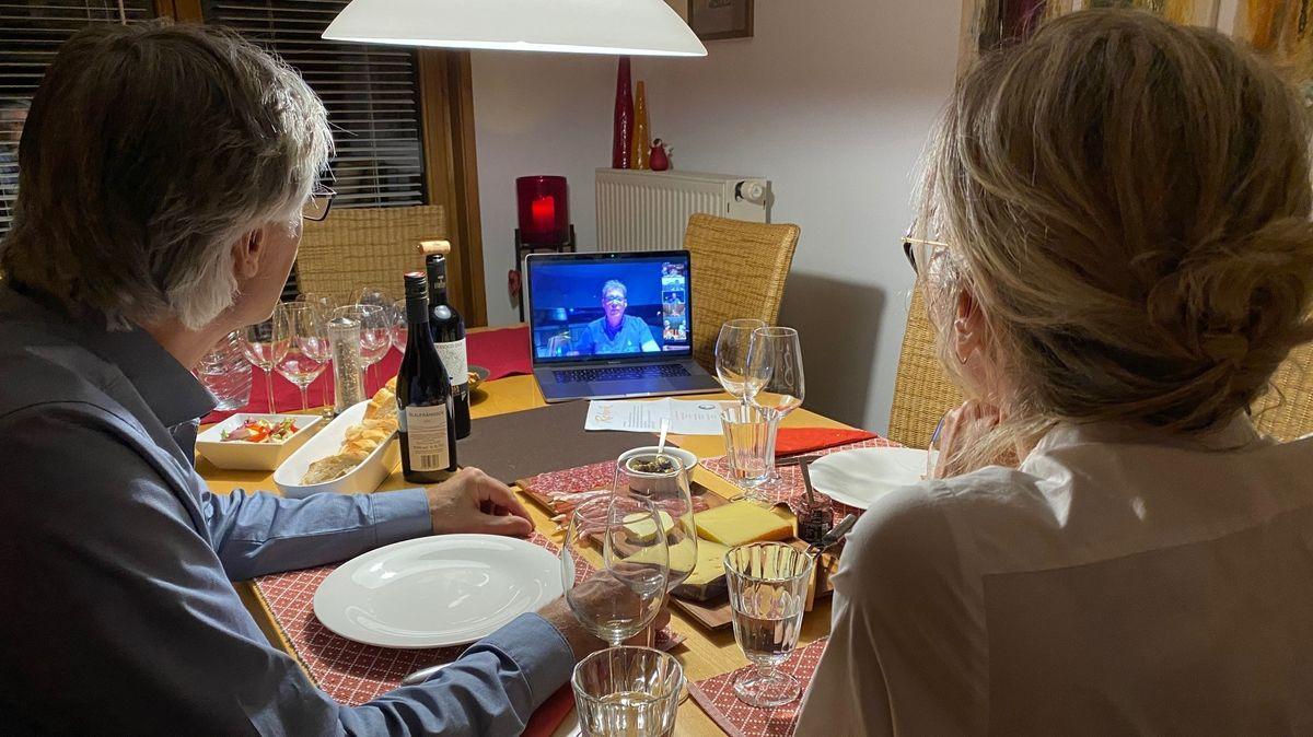 """Der Regensburger Feinkosthändler """"Rehorik"""" bietet in Zeiten von Corona und Lockdown seine Weinprobe online an."""