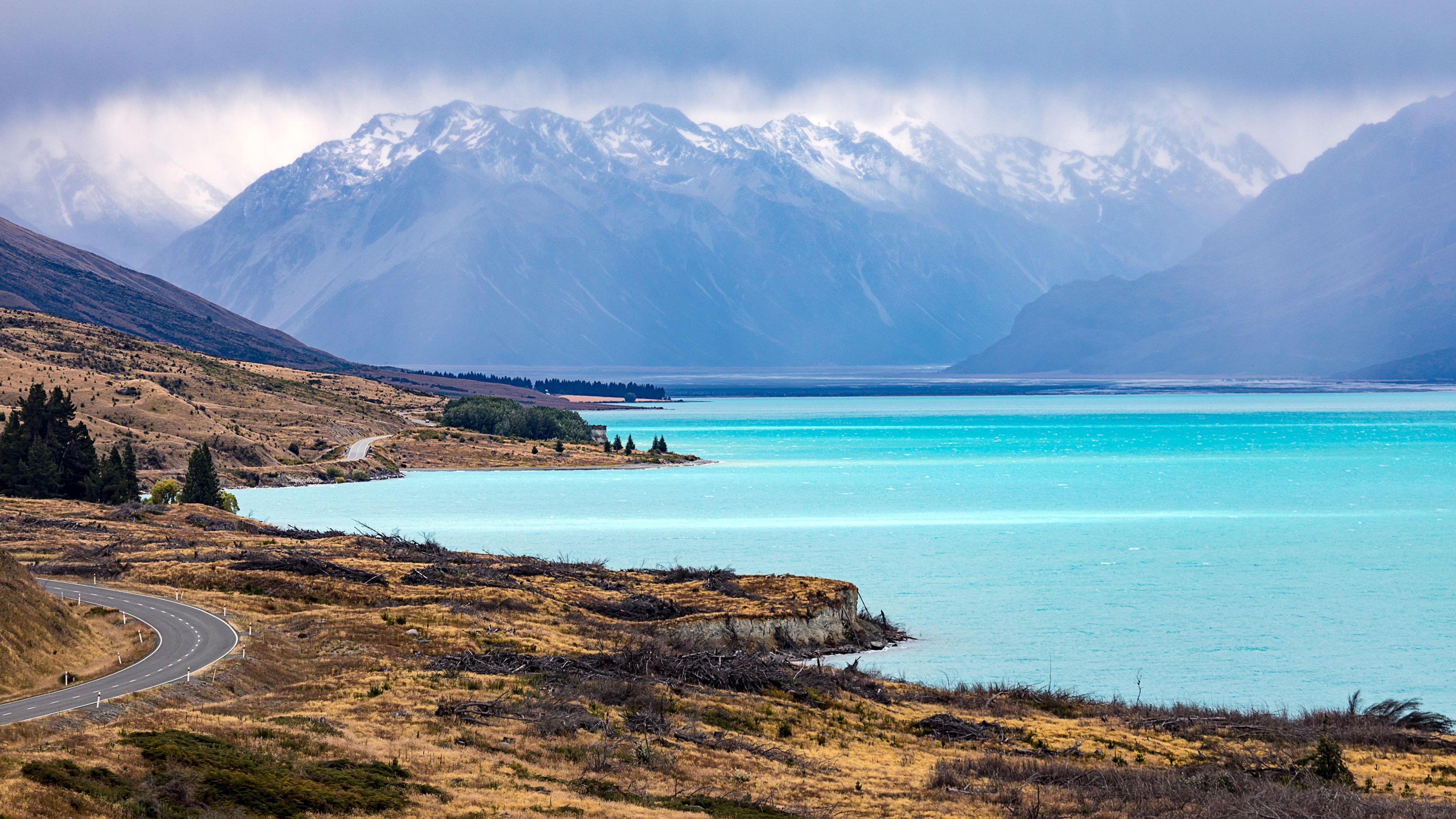 Der türkisfarbene See Pukaki in Neuseeland