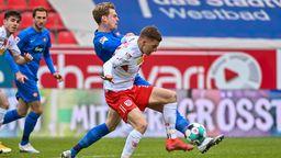 Spielszene aus der Partie Regensburg gegen Heidenheim   Bild:dpa-Bildfunk/Armin Weigel
