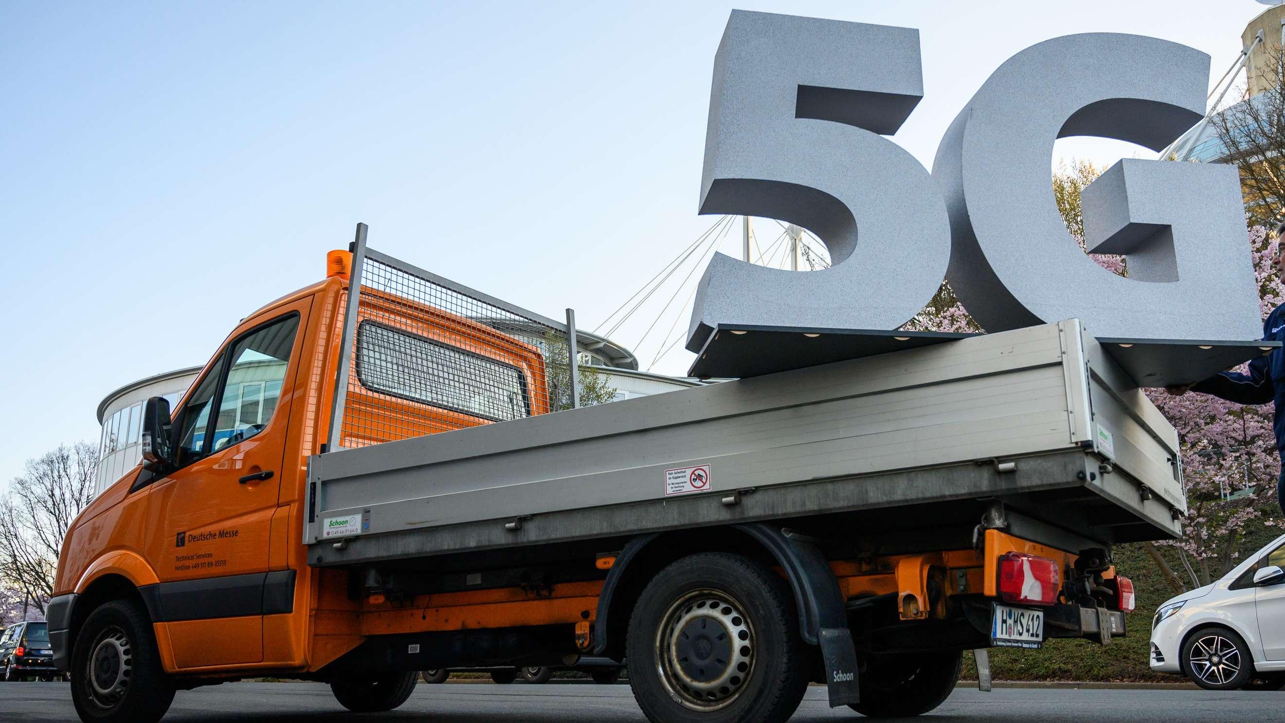 5G-Zeichen auf einem Transportwagen