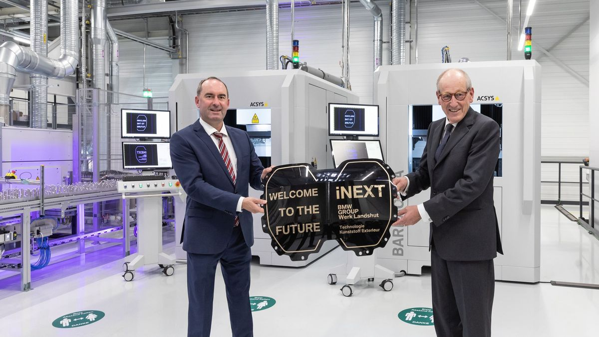 Wirtschaftsminister Hubert Aiwanger (FW) beim Start der neuen BMW-Produktion in Landshut