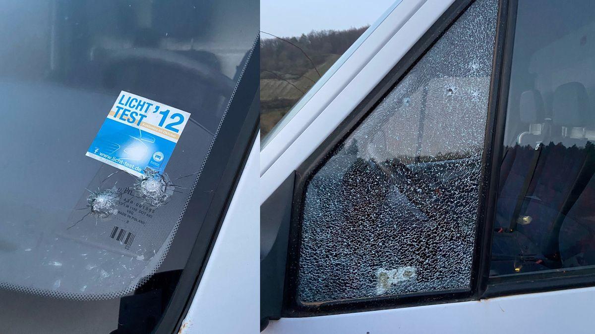 Einschusslöcher im Fahrzeug von Ramsthals Altbürgermeister Franz Büttner