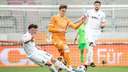Spielszene FC Augsburg - Arminia Bielefeld   Bild:picture-alliance/dpa