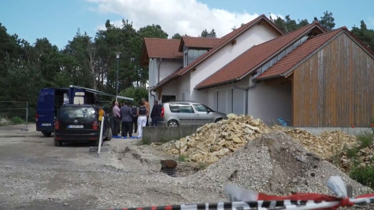 Ermittler am Tatort in Schwandorf.