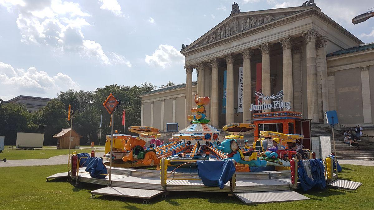 Auch die Kleinen sollen auf ihre Kosten kommen: Ab Freitag fliegen auf dem Königsplatz die Elefanten