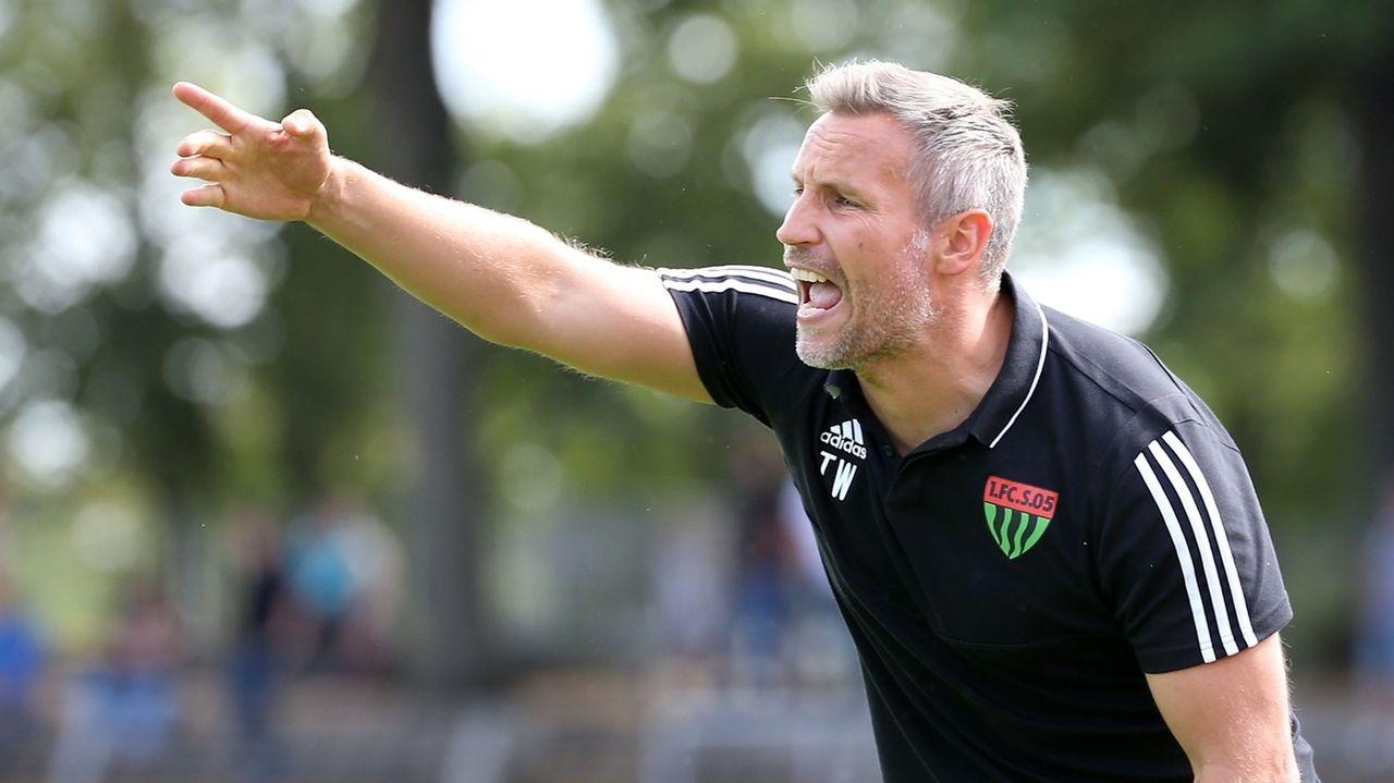 Timo Wenzel , Trainer des 1. FC Schweinfurt 05, gibt die Richtung vor. (Archivbild)