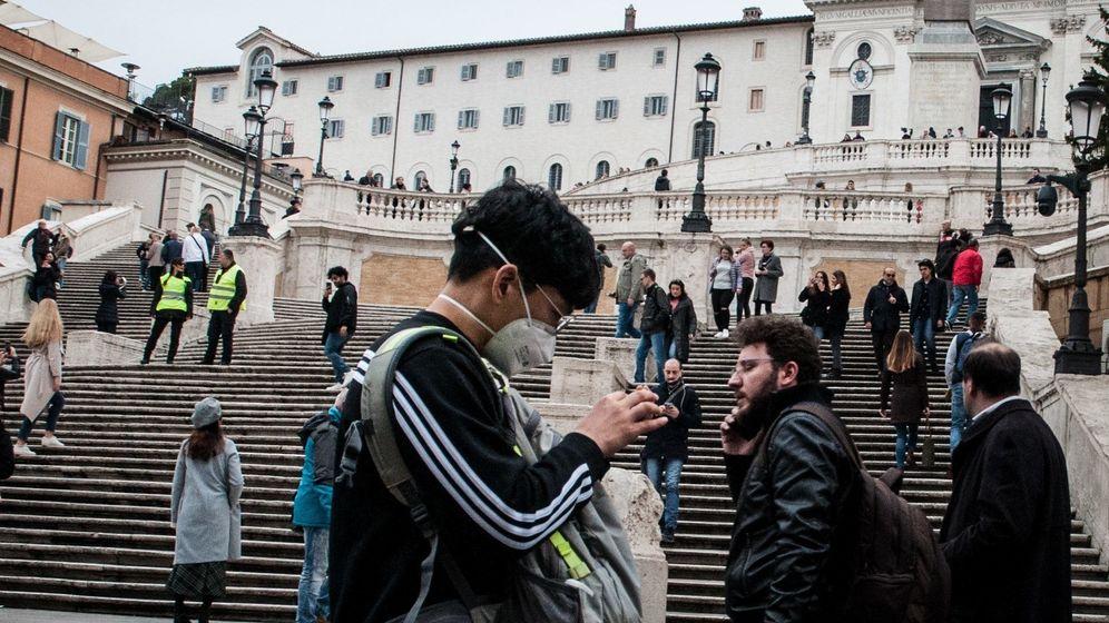 Menschen auf der spanischen Treppe in Rom | Bild:pa / dpa