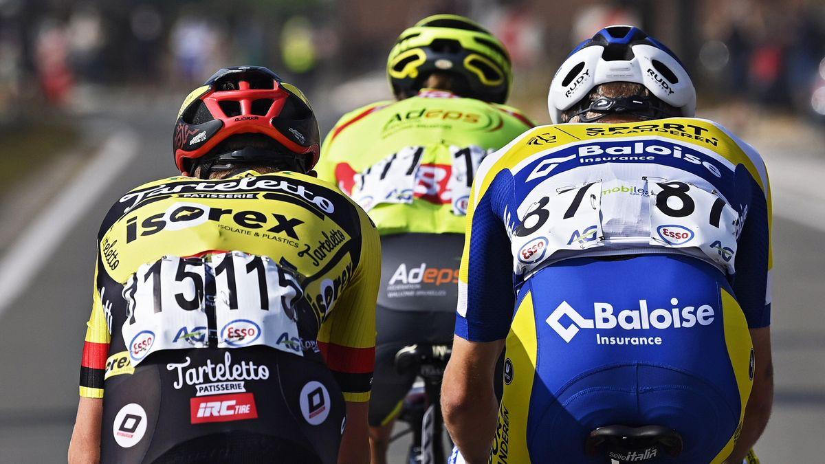 Drei Rennradfahrer auf der Straße