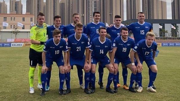 Die Würzburger Uni-Fußballmannschaft vor ihrem Auftaktspiel gegen Malagà im chinesischen Jinjiang