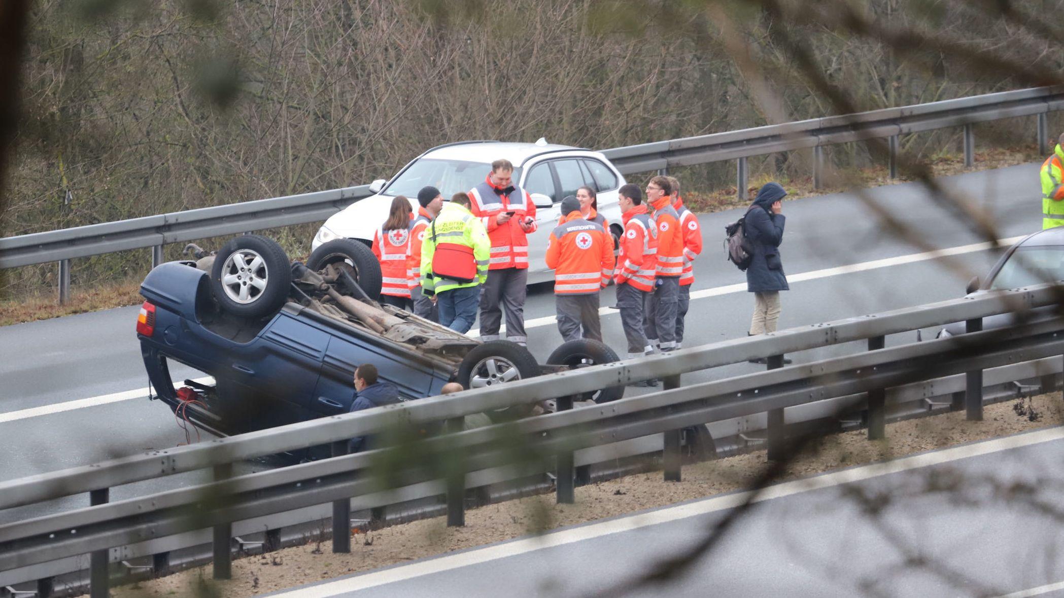Auf der A3 bei Neumarkt-Ost ist es zu einer Serie von Unfällen gekommen. 14 Fahrzeuge waren darin verwickelt.
